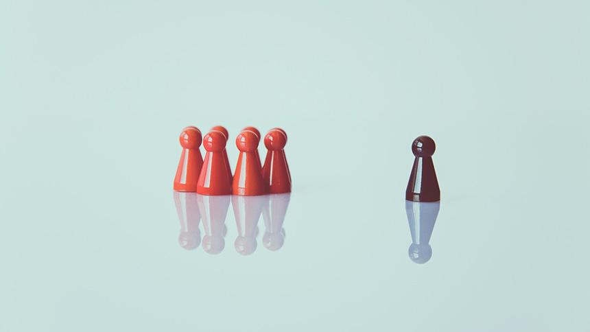 Darstellung Spielfiguren als Symbole für generell abstrakte und individuell konkrete Rechtsnormen